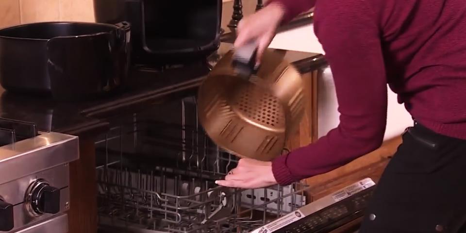 cesto da fritadeira na lava louças